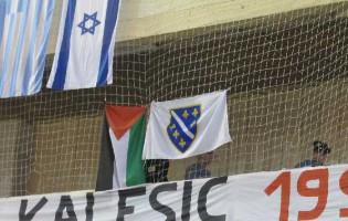 Prije utakmice BiH – Island skinuta i premještana zastava Palestine i spriječeno skidanje zastave Izraela