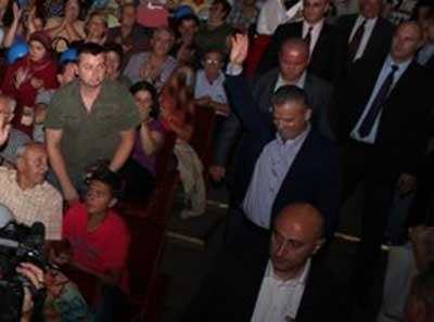 Strah od naroda: Na stranačkom skupu u Tuzli Radončić bio stalno okružen sa dva tjelohranitelja