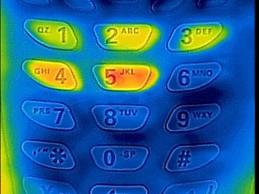 Pogledajte kako vam neko može saznati pin kod bankovnih kartica uz pomoć iphona