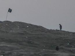 Pogledajte kako su Amerikanci bombardovali brdo sa zastavom Idiša iznad Kobana
