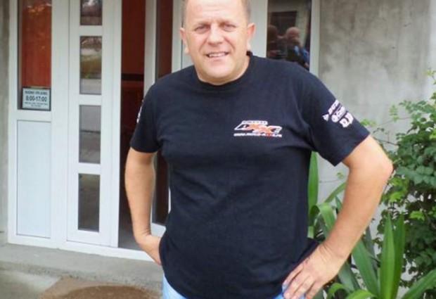 Ramiz Zmaj iz Živinica  postao jedan od najpopularnijih Bošnjaka, iako u svojim vicevima otvoreno psuje Boga