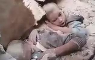 Potresan video: Dvojica sirijskih dječaka živi zatrpani u srušenoj zgradi u Halepu