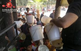 Raqqa: U Idišovoj državi vlada glad, ljudi u redovima čekaju porciju hrane