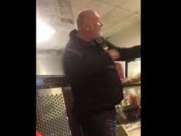 Pogledajte kako britanski musliman nokautira engleskog desničara nakon što je opsovao Allaha