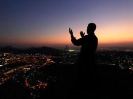 Ašura je dan posta, veličanja i zahvale Allahu, dželle šenuhu, a ne dan naricanja, oplakivanja, proklinjanja i samokažnjavanja