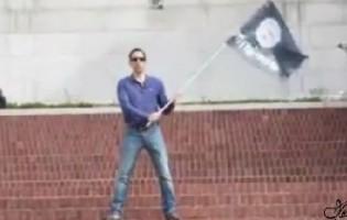 Amerikanac mahao zastavom Idiša i niko ga nije napao, a onda je uzeo izralsku zastavu i doživio brojne napade