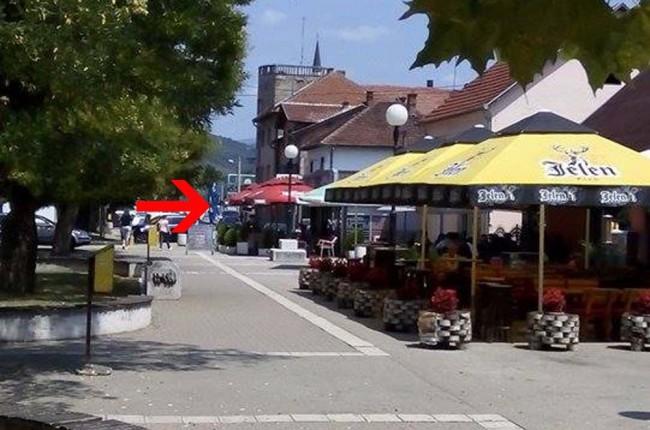 """Četnici šenlučili u centru Bratunca uz pjesme """"Oj Sjenice nova Srebrenice"""" …"""
