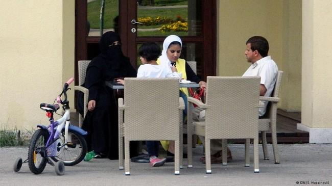 Rezultati antiarapske kampanje:Jedna prolaznica u Sarajevu je pljunula moju ženu pred našom djecom