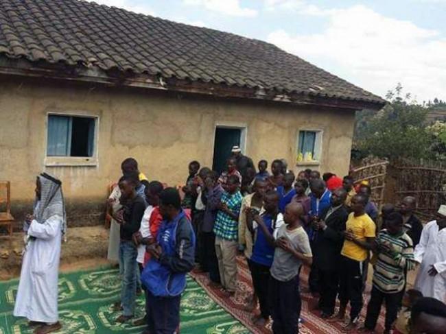 Svećenik i cijela njegova zajednica prešli na islam u Ruandi