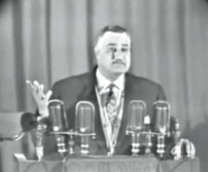 Video snimak iz 1958.: Gamal Abdel Nasser se ismijava sa idejom nošenja hidžaba u javnosti