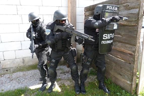 SIPA u Velikoj Kladuši uhapsila tri osobe zbog povezanosti sa Isilom