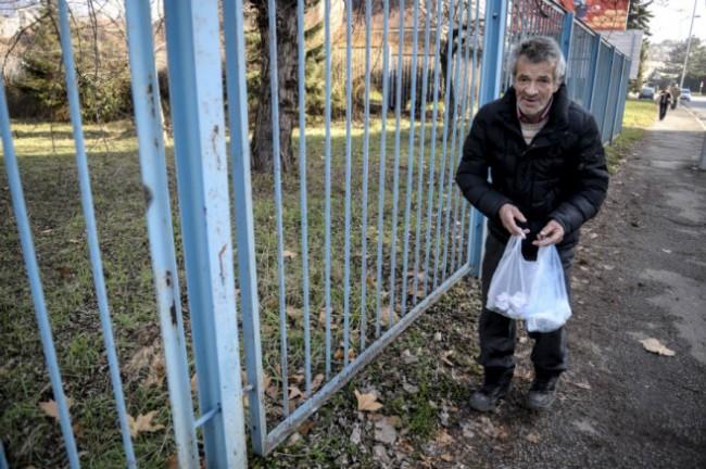 Ismet Safić besplatno čisti ulice Zenice kao znak zahvalnosti što ga je taj grad ugostio