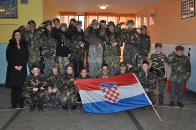 Djeca u Busovači maskirala se u jedinicu Vojske Hrvatske! (FOTO)