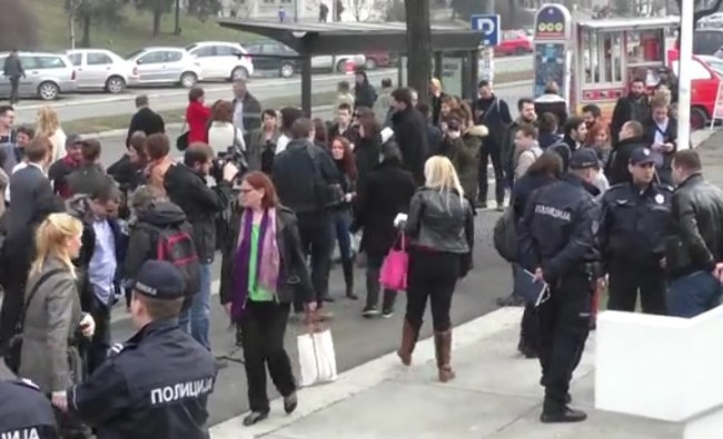 Srbija sudi Aniti Mitić jer je u Beogradu odala počast žrtvama genocida u Srebrenici