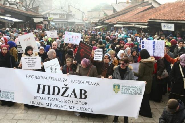 """Sarajevo: Održana protestna šetnja """"Hidžab – moje pravo, moj izbor"""""""
