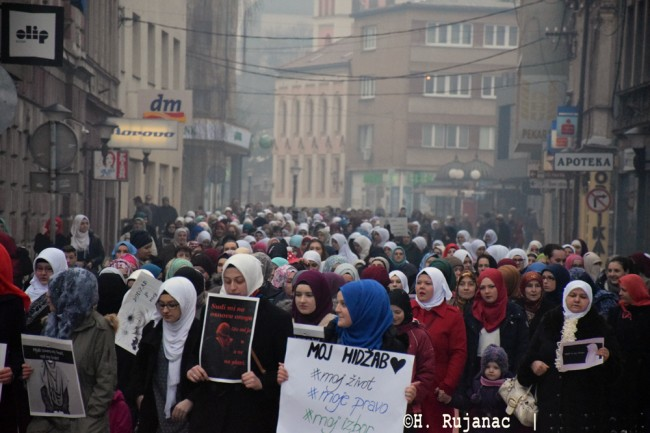 Protestna šetnja za hidžab u Travniku