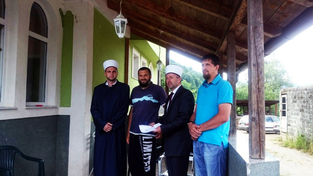 Muftija zenički Ejub ef. Dautović posjetio novi džemat u Bočinji muftija zenicki u bocinji 2 1
