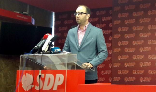 SDP podnio krivičnu prijavu zbog zabrane izučavanja bosanskog jezika: Malešević je svjesno počinio krivično djelo