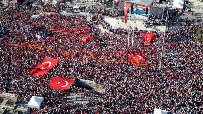 Vladajuća AKP i najveća opoziciona stranka održali zajedničke proteste protiv državnog udara