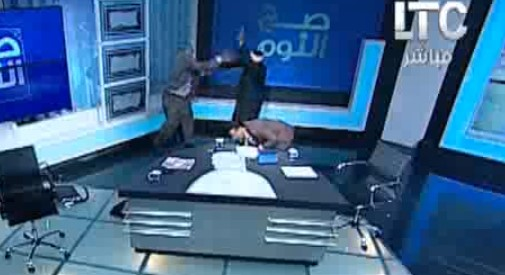 Egipat- Muftija pretučen cipelom u direktnom TV prenosu /VIDEO/