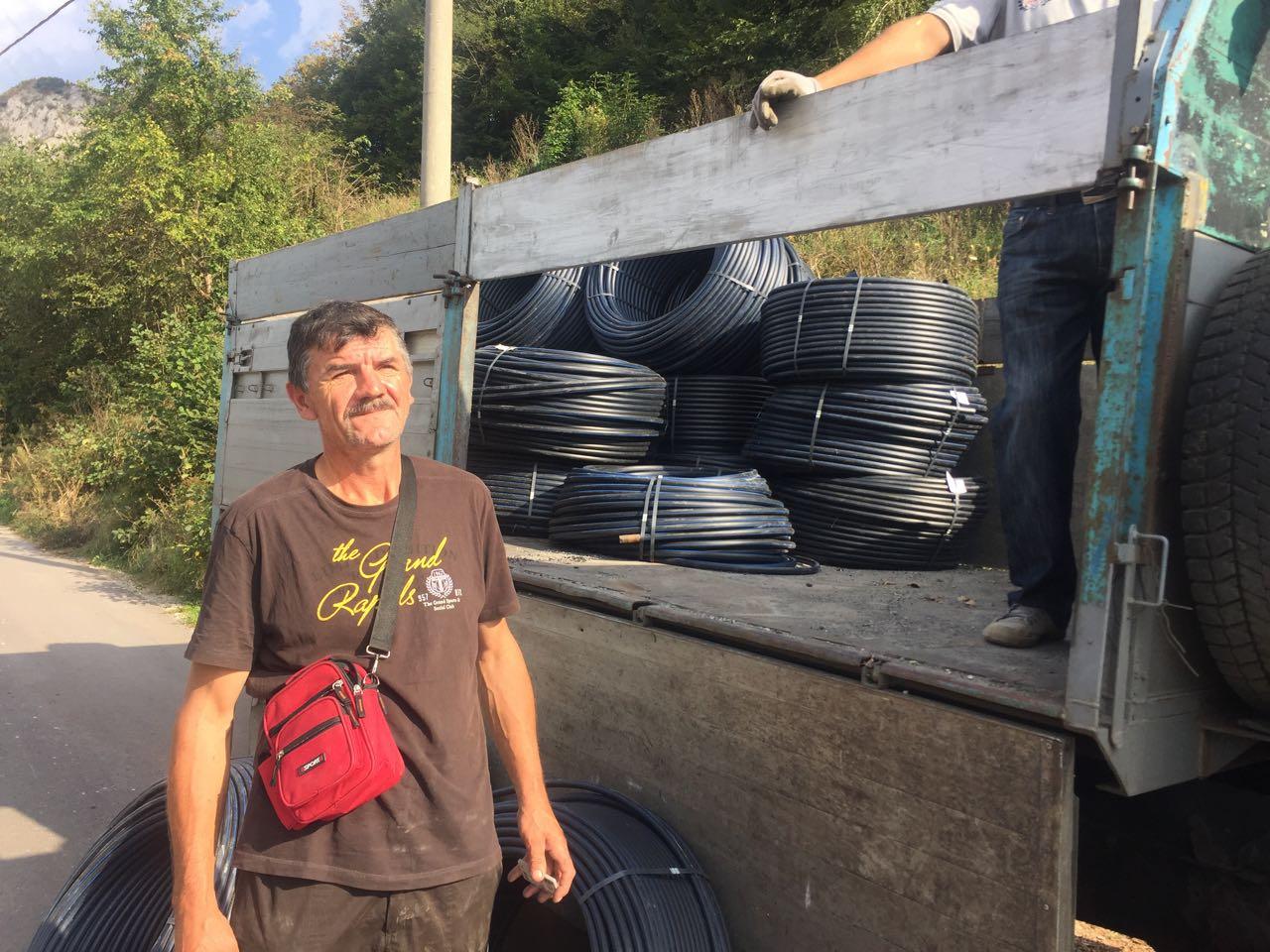 Vrijedna donacija za povratnike u Foči: Federalno ministarstvo raseljenih osoba i izbjeglica obezbijedilo 30.000 metara cijevi za vodu