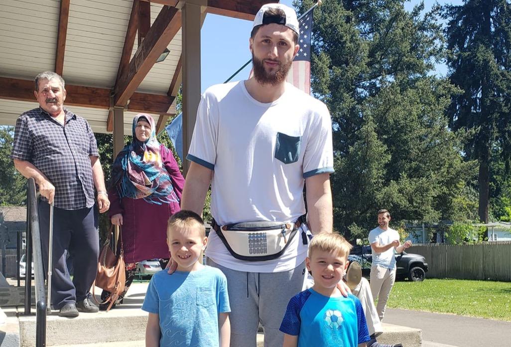 Veliki košarkaš, ali još veći čovjek: Nurkić u ramazanskim danima posjetio bh. porodicu u SAD-u