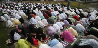 muslims-all-over-the-world-pray-in-thanksgiving