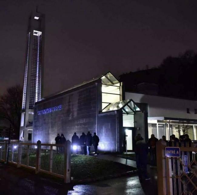 Slika Evrope: Muslimani cijelu noć stražarili oko džamije u Geteborgu