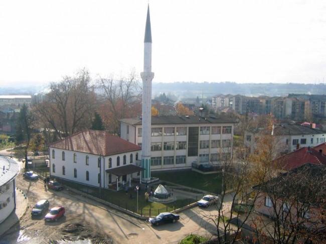 Bosanska Dubica: Policija RS-a zapisuje sve muslimane koji ulaze u džamiju klanjati