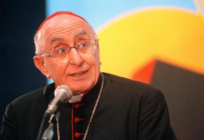 Kardinal Biffi: Muslimanski migranti jedu drukčiju hranu, pogled na žene im se razlikuje od našeg…
