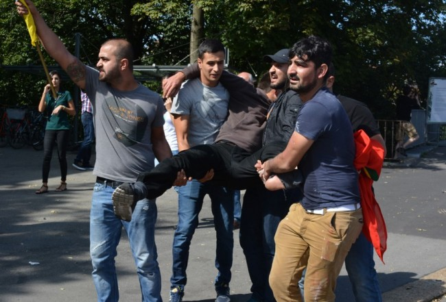 Bern: Turčin automobilom gazi kurdske demonstrante (VIDEO)