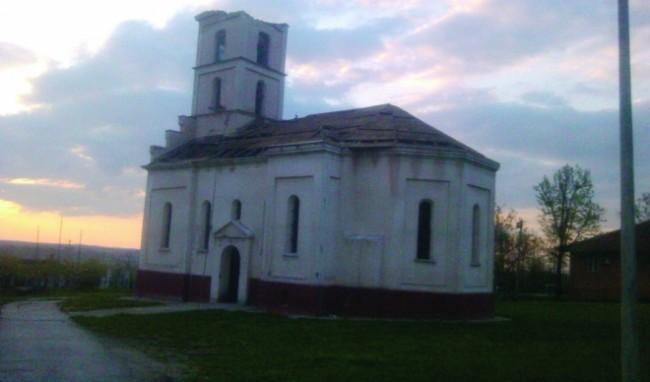 Zbog sukoba sa sveštenikom cijelo selo u Srbiji prijeti da će preći na islam