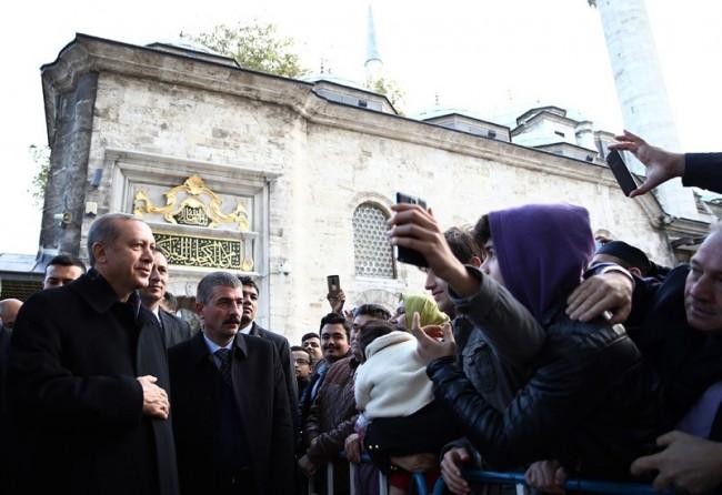Nakon pobjede: Erdogana na sabah namazu dočekao veliki broj građana