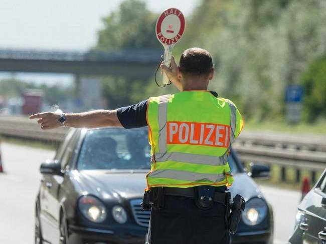 U Njemačkoj uhapšen Crnogorac sa kalašnjikovima, sumnja se da je povezan sa napadom u Parizu