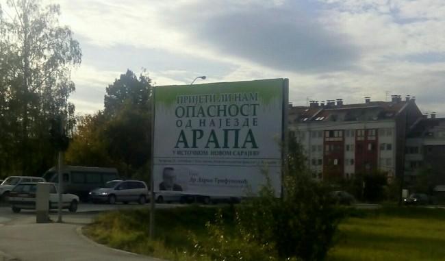 Plakat protiv Arapa u Istočnom Sarajevu zgrozio javnost, ombudsmeni pozivaju na veći stepen tolerancije