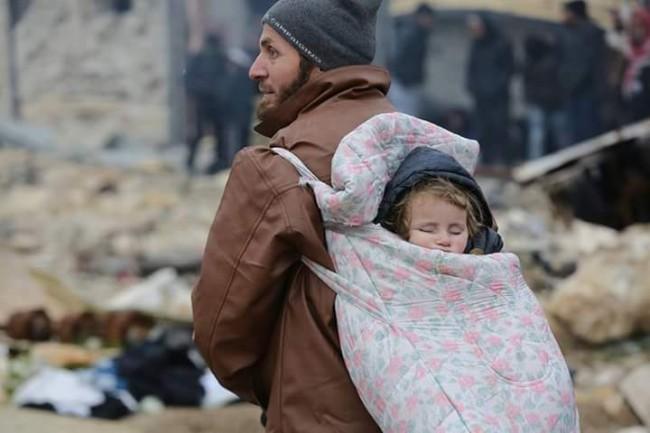 Potresni prizori iz Halepa: Hiljade pothlađenih i izgladnjelih čekaju na evakuaciju: Bez pitke vode, spavaju na ulicama
